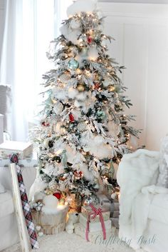 Winter Wonderland: 20 Snowy Christmas Trees - Happily Ever After, Etc.