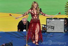 リオデジャネイロ(Rio de Janeiro)のマラカナン・スタジアム(Maracana Stadium)で行われたサッカーW杯ブラジル大会(2014 World Cup)の閉会式でパフォーマンスを披露するシャキーラ(Shakira、2014年7月13日撮影)。(c)AFP/NELSON ALMEIDA ▼14Jul2014AFP ブラジルW杯決勝控え閉会式、シャキーラがパフォーマンス http://www.afpbb.com/articles/-/3020424 #Brazil2014 #Shakira