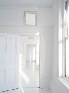 I LOVE white! This is my dream and my husband would die of boredom!