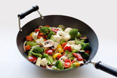 When I'm lazy, I just do wok cooking with vegetables or anything available in my fridge, hehehe. Wok Recipes, Vegetable Recipes, Asian Recipes, Vegetarian Recipes, Best Wok, Post Workout Snacks, Veggie Stir Fry, Woks, Heart Healthy Recipes