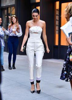 Kendall Jenner en combinaison immaculée