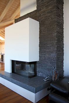 Kamin in Steinverkleidung A fireplace is a structure produced from brick, stone or metal which will Fireplace Bookshelves, Fireplace Built Ins, Shiplap Fireplace, Small Fireplace, Farmhouse Fireplace, Fireplace Remodel, Modern Fireplace, Living Room With Fireplace, Fireplace Design