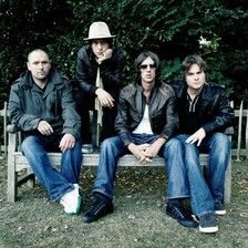 The Verve were an English alternative rock band formed in 1989 in Wigan by lead vocalist Richard Ashcroft, guitarist Nick McCabe, bass guitarist Simon Jones and drummer Peter Salisbury. Kinds Of Music, Music Love, Music Is Life, Love Songs, Good Music, My Music, Music Stuff, The Verve, Rock & Pop