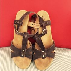 "Clarks Elements Sandal These sandals are made for comforts and durability. The footbed is soft. It has mixed of dark brown and tan suede leather. Heel Ht: 1.5"". In excellent used condition. Clarks Shoes Sandals"