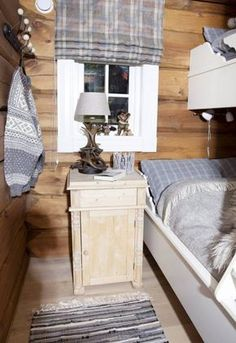 Ideas for Decorating a Family Room with Rustic Cabin Style Log Cabin Living, Home And Living, Küchen Design, Fashion Room, Home Renovation, Interior Design Living Room, Logs, Decoration, Furniture