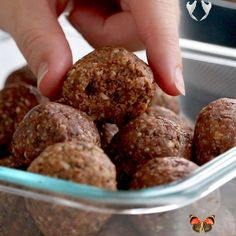 Cookie Dough Energy Bites - Pinch of Yum Веганские высоко энергетические конфеты. Веганские рецепты сладостей и десертов. #веган #десерт #веганскиесладости #вегансктерецепты Vegan high energy candies. Vegan recipes for sweets and desserts. #vegan #dessert #vegansweets #veganrecipes<br> These nutritious little energy bites taste a whole lot like cookie dough! This recipe was adapted from the Minimalist Kitchen cookbook! The major changes that I made were omitting the dried fruit, using peanut… Healthy Sweets, Healthy Baking, Healthy Drinks, Healthy Recipes, Healthy Protein, Healthy Food, Road Trip Healthy Snacks, High Protein, Healthy Snack Recipes For Weightloss