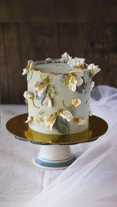 Elegant Birthday Cakes, Pretty Birthday Cakes, Pretty Cakes, Beautiful Cakes, Amazing Cakes, Elegant Cakes, Cake Decorating Frosting, Cake Decorating Designs, Cake Decorating Techniques