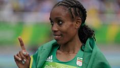 ALMAZ AYANA (Ethiopia) shatters 10,000m world record (29min 17sec) (Running GOLD MEDAL: 10,000m) 2016 Olympics Rio. Later she wins the Bronze medal in the 5,000m.
