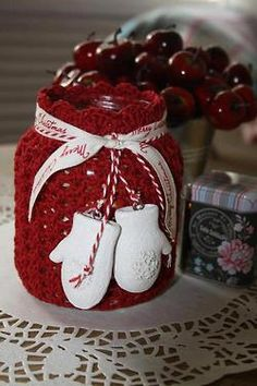 Crocheted cover on a mason jar to use t=for holiday food gifts or for candles Little Christmas, Country Christmas, Christmas And New Year, Winter Christmas, Christmas Holidays, Christmas Crafts, Merry Christmas, Christmas Decorations, Xmas