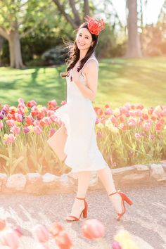 White Maggy London Noreen Midi Dress styled with a red fascinator headband, red block heel sandals, and a stone GiGi New York Uber clutch Red Block Heel Sandals, Red Block Heels, Prep Outfits, Derby Outfits, White Ruffle Dress, Pink Midi Dress, Cute Fashion, Fashion Beauty, Preppy Fashion