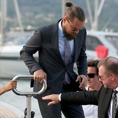 On a boat? Leonardo DiCaprio shows you the slickest way to dress on deck