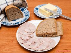 """Šunka z vepřové pečeně: """"Doma připravená šunka chutná výborně a neobsahuje žádná barviva ani konzervanty. S použitím robotu neznamená její příprava téměř žádnou námahu."""" Lowes, Dairy, Low Carb, Bread, Cheese, Food, Brot, Essen, Baking"""