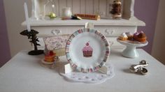 """Dollhouse """"sweetest Cupcake"""" plate scale 1:12"""
