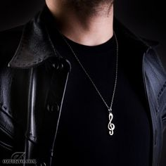Soul Key « This gorgeous treble clef pendant is the ideal accessory for any music lover. Any Music, Treble Clef, Key Pendant, Online Boutiques, Chokers, Pendants, Chain, Accessories, Key Fobs