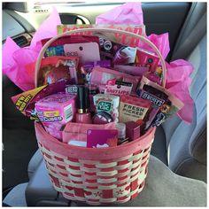 Cute Birthday Gift, Birthday Gift Baskets, Birthday Diy, Card Birthday, Birthday Greetings, Birthday Ideas, Happy Birthday, 16th Birthday Gifts For Best Friend, Best Friend Birthday Basket