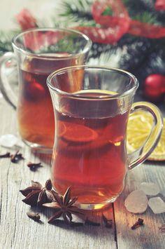 Mulled Cranberry Juice- Festive Cocktails, Summer Cocktails, Cocktail Drinks, Alcoholic Drinks, Cocktail Recipes, Margarita Recipes, Juice Recipes, Christmas Martini, Christmas Cocktails