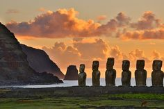 Easter Island, Chile Easter Island is one of the most remote inhabited islands in the world. Its silent stone figures are a monument to the seafaring skills and unique culture of ancient Polynesian peoples. Places Around The World, The Places Youll Go, Travel Around The World, Places To See, Rafting, Monuments, Foto Picture, Trekking, Tahiti