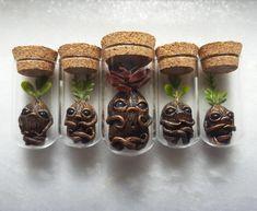 A artista Cheryl Lee, baseada na Flórida, cria estas incríveis jóias inspiradas no mundo das florestas. A magia das peças combina elementos naturais como conchas, cristais e troncos de árvore.