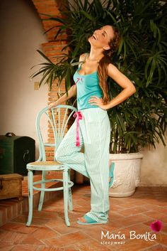 Referencia Aqua Pantalon largo en algodón estampado.  Blusa tiras franela algodón. Pantuflas color Aqua. Empaque en tela multiusos. Disponible en short bombacho y short boleros blusa tira o mangas. Pantalon largo blusa tiras o manga. Capri blusa tiras o manga. Tallas S-M-L-XL