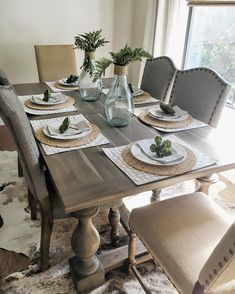 - If you have sliding doors in your dining room, you might want to consider decorating in an indoor/outdoor garden theme. You can wallpaper that same wa. room table decor Pretty Dining Room Decoration Ideas For Summer Season Dining Table Decor Everyday, Dinning Room Table Decor, Farmhouse Dining Room Table, Deco Table, Decoration Table, Dining Room Design, Everyday Table Settings, Dining Table Placemats, Dining Table Runners