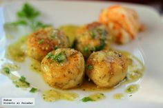 Albondigas de merluza en salsa verde - Atıştırmalıklar - Las recetas más prácticas y fáciles Authentic Mexican Recipes, Fish Recipes, Seafood Recipes, Mexican Food Recipes, Healthy Cooking, Cooking Recipes, Healthy Recipes, Fish Dishes, Tasty Dishes