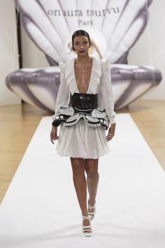 "ON AURA TOUT VU ""Otohime"" SS17 - Look 9 #onauratoutvu #parisfashionweek #otohime #ss #collection #springsummer #2017 #paris #mode #pfw #whitedress #floracoquerel #embroidery"