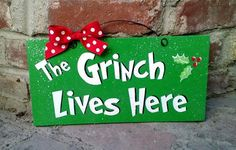 recycled wood sign with print. Coated with indoor/outdoor gloss and clear glitter. Wire and bow accent. The Grinch Lives Here. -------( Production amp Grinch Christmas Party, Office Christmas, Christmas Wood, Christmas Signs, Christmas Projects, Christmas Themes, Winter Christmas, Grinch Party, Xmas Party