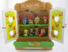 Strawberry Shortcake Berry Patch 1980's Display Cabinet & 10 PVC Mini Figurines #HousesFurniture