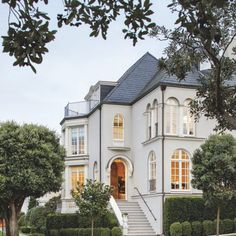 A 1915 Home With Golden Gate Views Gets A New Life – Luxe Interiors + Design – Interior Design Trends Dream House Exterior, Dream House Plans, Luxury Homes Exterior, Style At Home, Dream Home Design, House Design, Design Design, Paint Your House, Modern Farmhouse Exterior