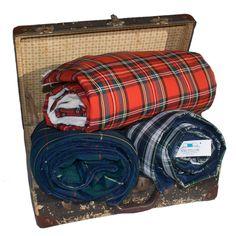Set de 3 Mantas Escocesas: Roja, Verde y Azul. AHORRAS un 25%. Interior tela polar alta calidad. 150x100cm. Envío Gratis en 48-72h.