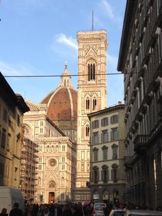 Duomo di #Firenze e il #Battistero di San Giovanni.  The #Cathedral of Florence known as Cattedrale Santa Maria del Fiore or better known as the #Duomo and Baptistery of St. John the Baptist. Visit #Florence in our B&B email: info@bbfirenzemartini.it web: http://www.bbfirenzemartini.it/