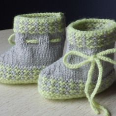 Chaussons en tricot gris et anis 0/1 mois Baby Shoes, Etsy, Boutique, Vintage, Fashion, Gray, Knitted Slippers, 1 Month, Layette