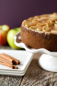 Apple Cinnamon Cheesecake Recipe (originally by My Baking Addiction blog) ~ Gingersnap crust, spiced cheesecake filling, and a delightful apple topping! Hello Autumn! <3
