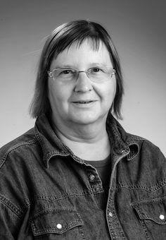 Mit Gudrun Hauer verliert die HOSI Wien eine ihrer für die Vereinsgeschichte prägendsten Persönlichkeiten. Und jene, die mit ihr befreundet waren, eine liebe Freundin. Wir werden Gudruns Verdienste um die HOSI Wien und die österreichische Lesben- und Schwulenbewegung stets in ehrender Erinnerung halten. Unsere Gedanken sind auch bei ihrer hinterbliebenen Partnerin Uli.