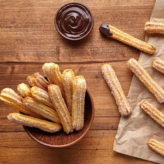 How to make churros? 5 recipes to prepare homemade churros - If you& ever wondered how to make churros, you& come to the right article. Mexican Dishes, Mexican Food Recipes, Dessert Recipes, Donut Recipes, Baking Recipes, Baked Churros, Fudgy Brownie Recipe, Wie Macht Man, Love Eat