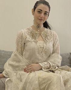 Simple Pakistani Dresses, Pakistani Bridal Dresses, Pakistani Dress Design, Pakistani Outfits, Pakistani Models, Pakistani Girl, Pakistani Actress, Kurta Designs, Kurti Designs Party Wear