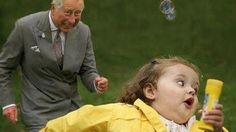 Prince Charles and the bubble girl Running Humor, Girl Running, Funny Running, Kate Baby, Running Photos, Need A Hug, Smiles And Laughs, Prince Charles, League Of Legends