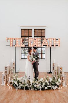Modern monochromatic wedding at Bldg 177 in San Diego's Liberty Station // Beauty Planning: Elwynn + Cass Wedding Trends, Wedding Ideas, Wedding Signs, Wedding Details, Modern Wedding Inspiration, Space Wedding, Wedding Ceremony, Wedding Altars, Backdrop Wedding