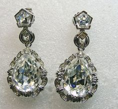Drop Style Earrings with Large Pear Shape Clear Rhinestone - September 07 2019 at Vintage Costume Jewelry, Vintage Costumes, Vintage Jewelry, Vintage Earrings, Walmart Jewelry, Vintage Rhinestone, Diamond Are A Girls Best Friend, Turquoise Jewelry, Jewelry Box