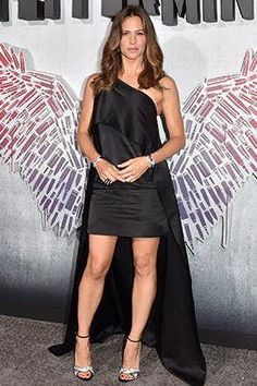 Jennifer Garner's Look Stole the Red Carpet at the Premiere of Her New Movie Celebrity Kids, Celebrity Beauty, Celebrity Look, Celebrity Gossip, Fashion Mode, Only Fashion, Fashion Outfits, Fashion Tips, Style Fashion