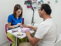 Es muy importante el cuidado de nuestras manos. tenemos una Manicure especial para ellos. 👐