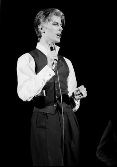 Its A Bowie Thing. You can collect images you discovered organize them, add your own ideas to your collections and share with other people. Fashion Guys, Fashion Beauty, Fashion Outfits, The Thin White Duke, Major Tom, Ziggy Stardust, Gorgeous Men, Beautiful, Amy Winehouse