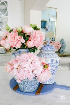 ginger jars filled pink peonies #springdecor #holidaydecor #spring #kitchen #springkitchndecor #pinkflowers #pinkhomedecor #whitekitchen #shakercabinets