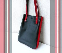 Leather tote bag Womens shopping bag Black and por erikasleather