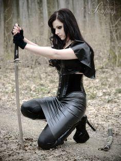 Noir Warrioress ouffit - latex skirt & blouse