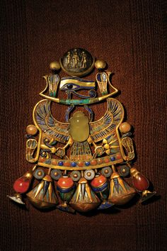 Pettorale dalla tomba di Toutânkhamon, Egitto, Museo del Cairo (scarabeo simbolo di resurrezione)