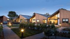 This community consists of 12 units of single family houses that share the same garden area, each one with its own terrace, which allows them to be integrated and yet preserve their own individual privacy. Located in Christchurch, New Zealand, the complex was designed by the architectural firm Warren and Mahoney in 2015. It covers an area of 1,220 square meters, which not only includes the houses, but also a..