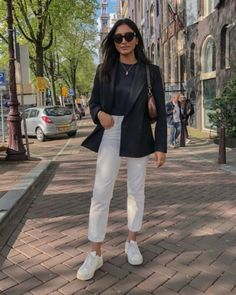 Fashion Dresses Classic black blazer over simple black tee and high waisted white denim jeans with comfy sneakers. Cute Casual Outfits, Chic Outfits, Spring Outfits, Fashion Outfits, Womens Fashion, Sneakers Fashion, Blazer Outfits Casual, Autumn Outfits, Women's Sneakers