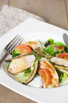 Kipsalade met oven geroosterde aubergine