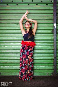 """Fica a dica: a """"espanhola"""" de Sílvia Bailly é carioca. Aposta no saião florido, cropped fresquinho, flores no cabelo e vai!"""